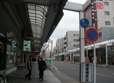 仏壇・仏具屋ばかりの門前町