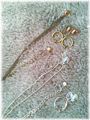DSC_0012チャーム付きミニマフラーとイヤマフ、ネックウォーマー、泣き虫さんのネックレスとイヤリングです