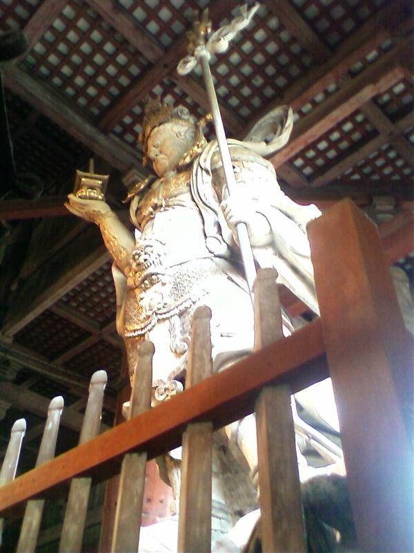 東大寺金堂内の多聞天像