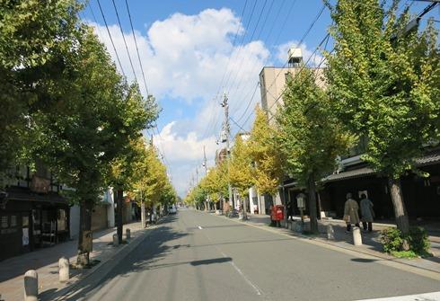9)一保堂前のストリート