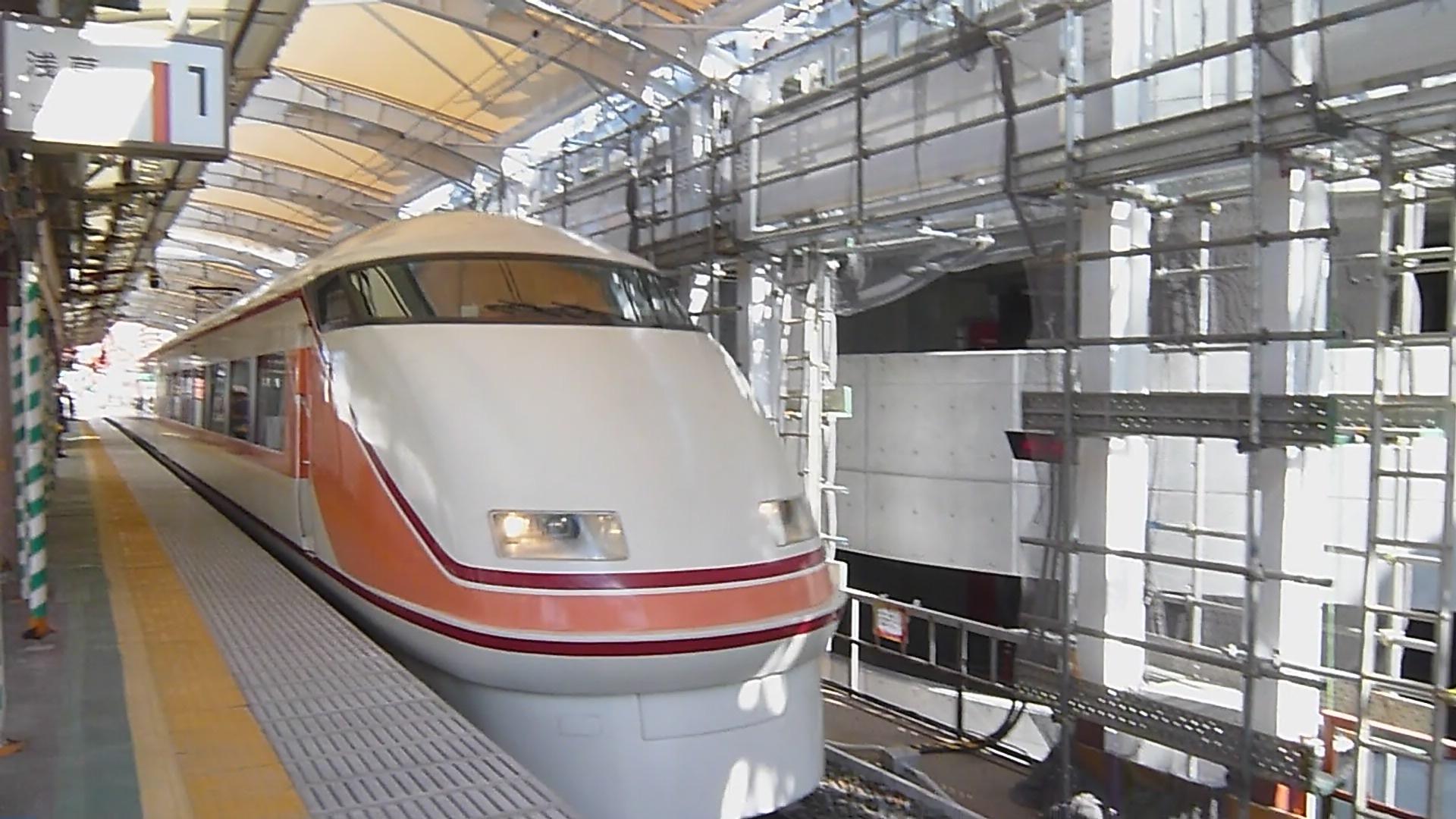 旧塗装東武鉄道100系電車