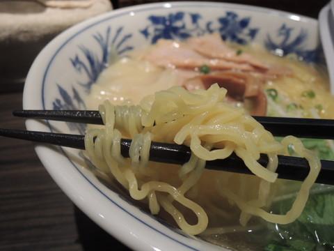 焼あごラーメン(塩)の麺