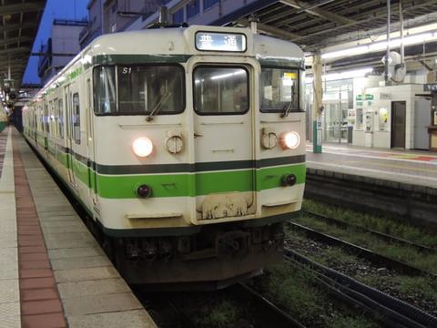新潟駅の長岡行普通(420M)(115系)