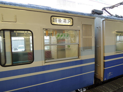 長岡駅の越後湯沢行普通(1724M)(115系)