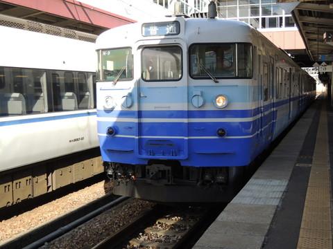 越後湯沢駅の水上行普通(1726M)(115系)