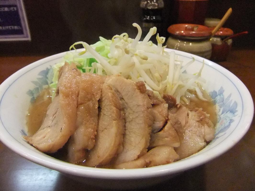 らーめん 陸:豚増しらーめん(ヤサイマシマシ) 12.02.26