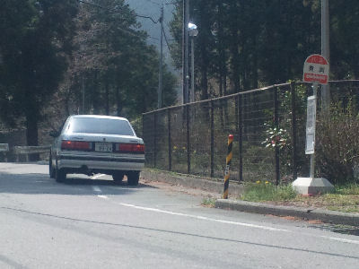 HCルーチェと田舎のバス停