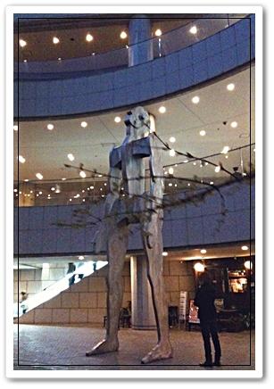 オペラシティにある像