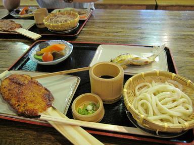 五平餅・鮎の塩焼き・お豆腐・冷やしうどん・野菜の炊いたん