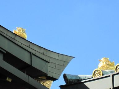 屋根にはオシドリが~♪