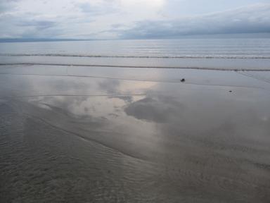 砂浜に空が!!