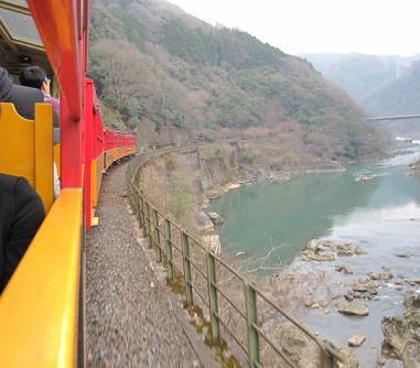 電車は進む~よどーこまでも~♪