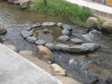 川には勾玉スポットが。