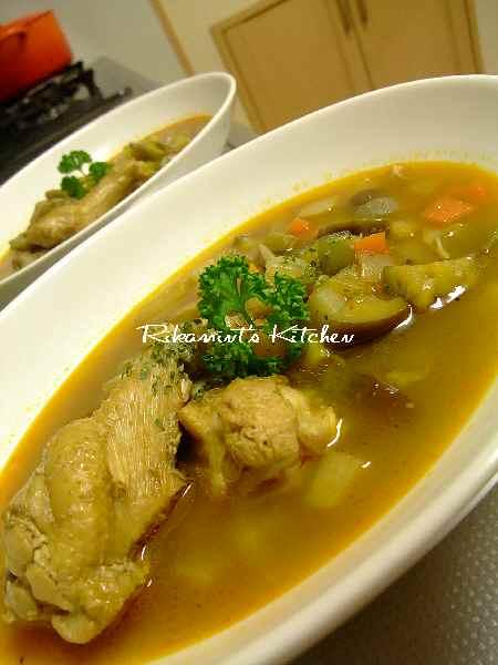 DSCF6・22鶏手羽元と角切り野菜のカレースープ (2)