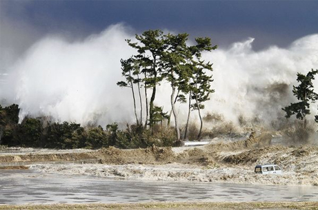 japan-tsunami-earthquake-new-pictures-wave_33638_big.jpg
