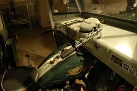 オート三輪操縦席