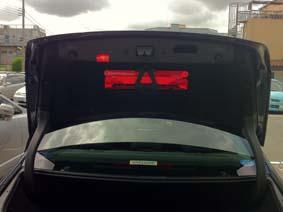 C200のトランク内側にも赤灯が