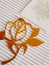 切り絵教室作成アイテム例 金の薔薇のシール