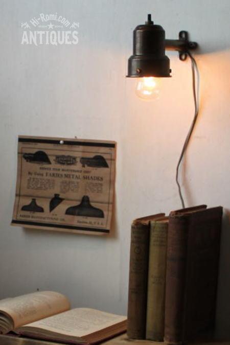 USAシェードホルダー付工業系壁掛ランプ/アンティーク照明ライト 2011/06/13