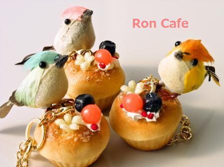 小鳥の朝食バッグチャーム