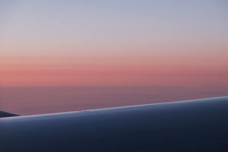 JALロンドン‐羽田線、機内からの朝焼け