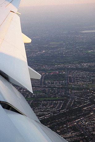 機内か見下ろすロンドン。