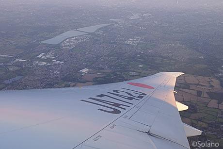 機内から見下ろすロンドン郊外。