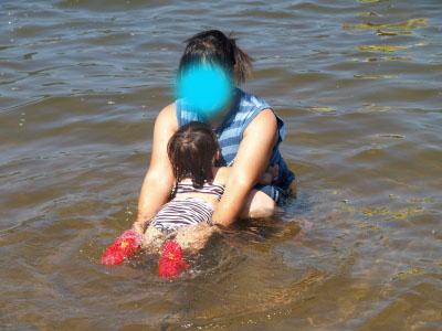 リップママさんとAちゃんの湖水浴@中田浜(猪苗代湖)