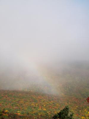 薬師岳・紅葉パノラマに掛かる虹