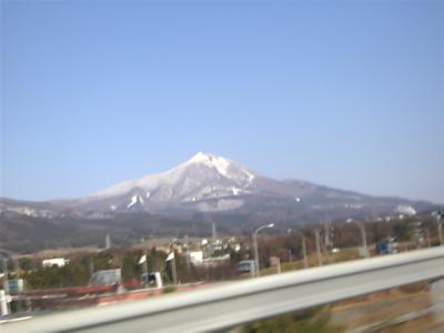 磐梯山(高速道路より)