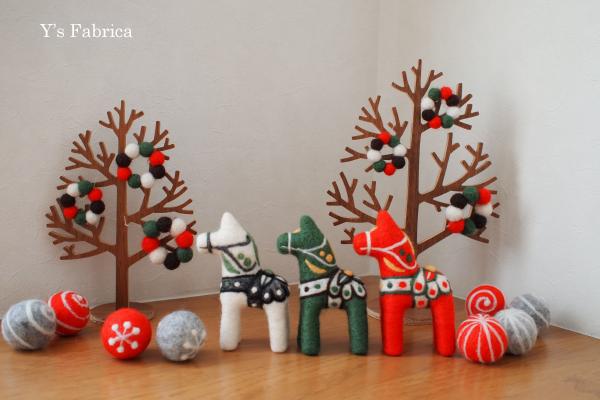 クリスマスカラーのダーラナホースです!