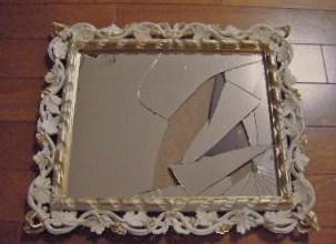 割れっちゃった鏡