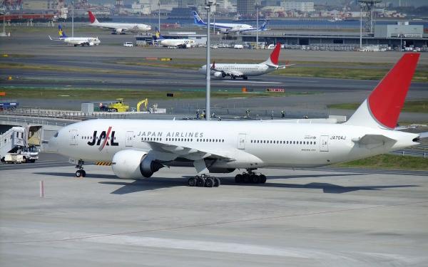 羽田空港 旅客機1〔フリー写真〕