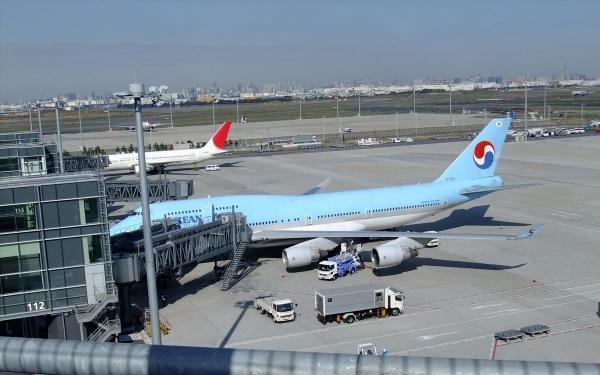 羽田空港 旅客機10〔フリー写真〕