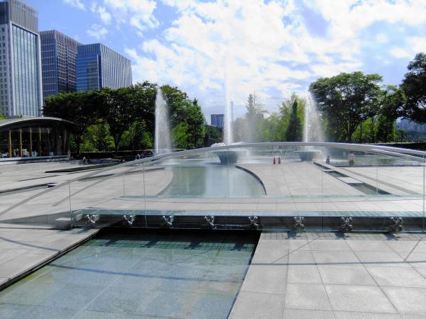和田倉噴水公園7〔フリー写真〕