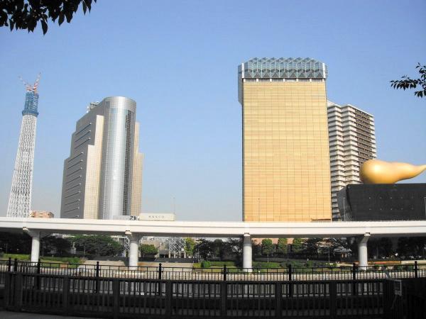 アサヒビール本社と東京スカイツリー1〔フリー写真〕