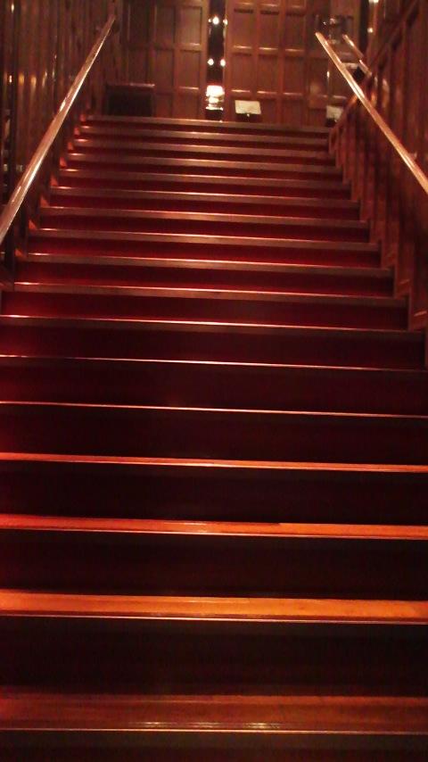 サロン 階段