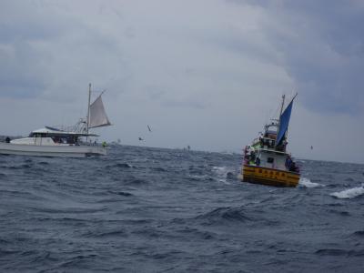9船と波写真