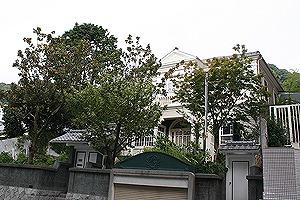 異人館通りを行く2神戸北野美術館