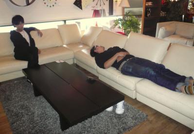 寝てる森本