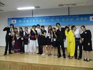 2010韓国(韓日交流の夕べで記念写真).jpg