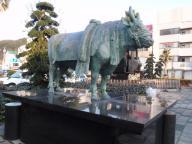 宇和島駅前の牛