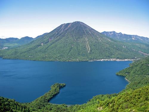 Mount_nantai_and_lake_chuzenji-1_20100620120149.jpg