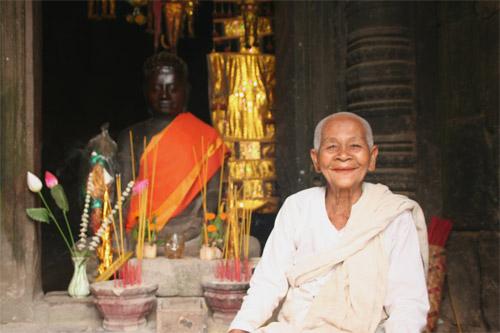 バイヨン寺院の尼僧