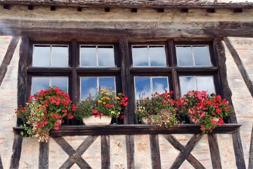 窓の中の青空