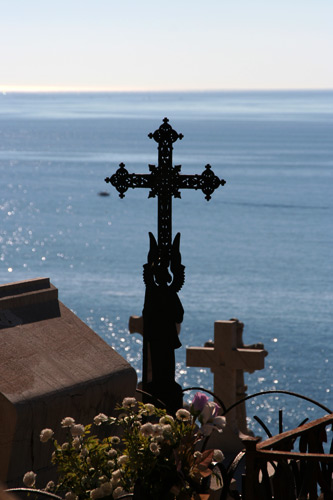 海辺の墓地