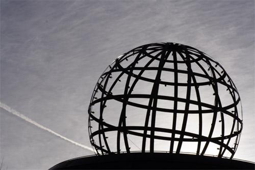 空の地球儀