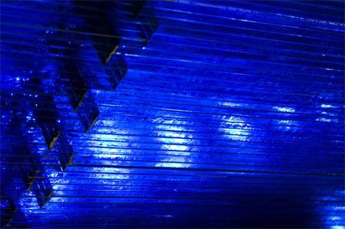 青の煌めき
