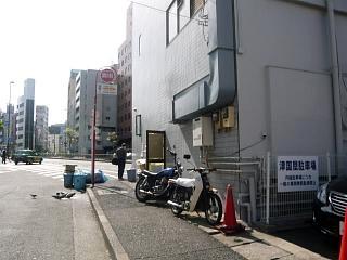 ラーメン二郎三田本店(店の裏)
