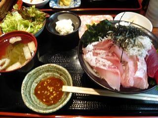 うしお(海鮮・しらす丼)